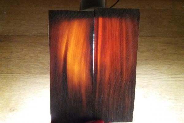 Материал для рукояти ножа из рога буйвола. Цвет коричневый.
