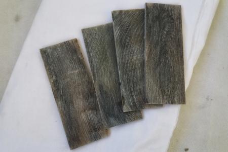 Материал для рукояти ножа из рога буйвола. Цвет светло-коричневый.